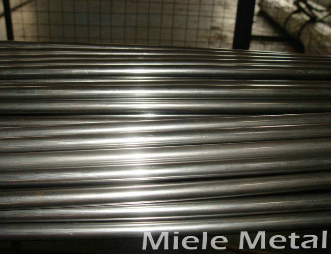 Stainless steel tube and heat-resistant steel tube heat treatment operation method